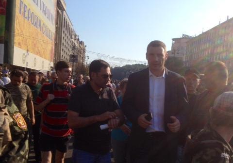 Кличко пришел на Майдан без охраны, но с СБУ