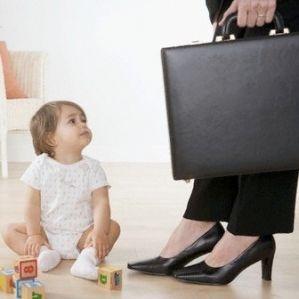 Сразу после прихода домой – уделите время ребенку. Фото: mamino.org