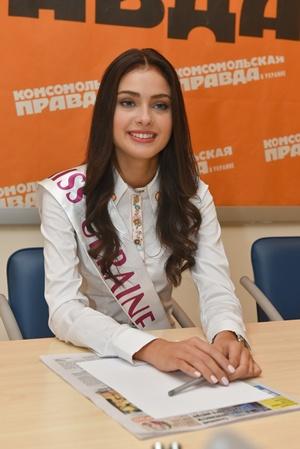Кристина Столока на пресс-конференции в редакции