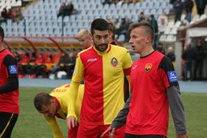 Аргентинского защитника (слева) назначили капитаном