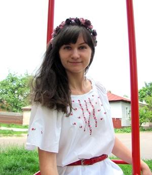 Жительница Чернигова мастерит броши в виде жуков фото 1