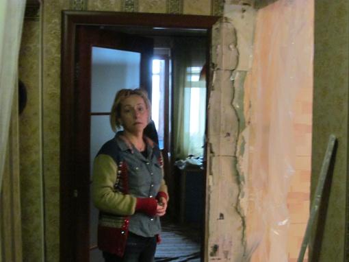 Хозяйка квартиры № 31 Ирина Гостева не рада предстоящему новоселью. Фото автора.
