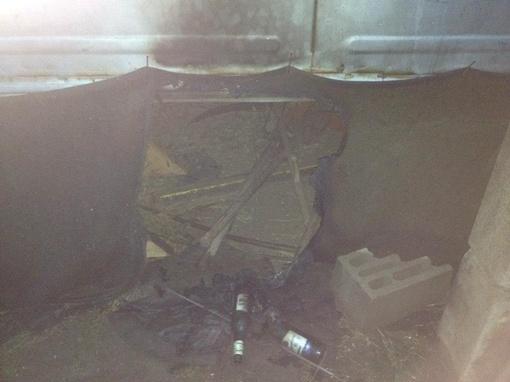 Строительный вагончик, расположенный на территории строящейся мечети, закидали