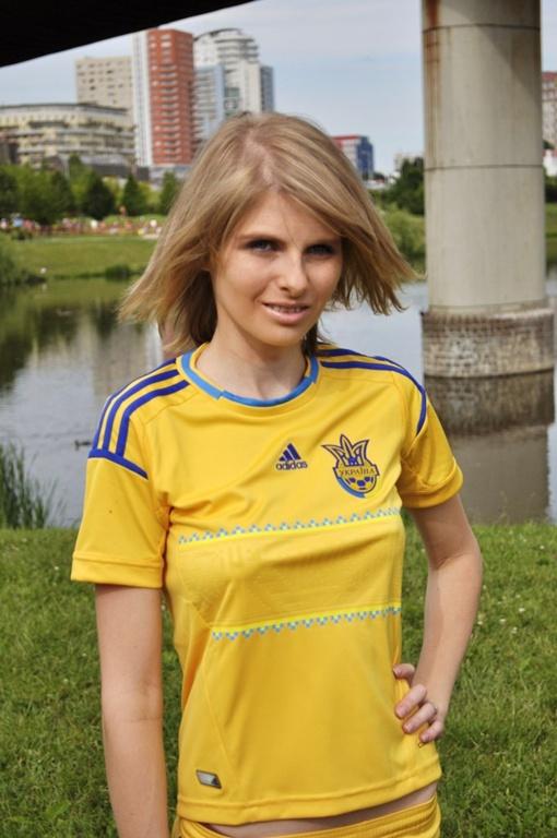 Настя не хочет возвращаться в Украину, потому как боится, что в родной стране у нее отберут детей, а ее упекут за решетку.