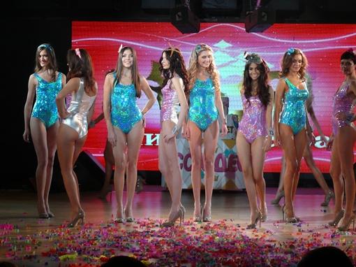 Девушки вспомнили победительниц прошлых конкурсов и восторгались их качествами