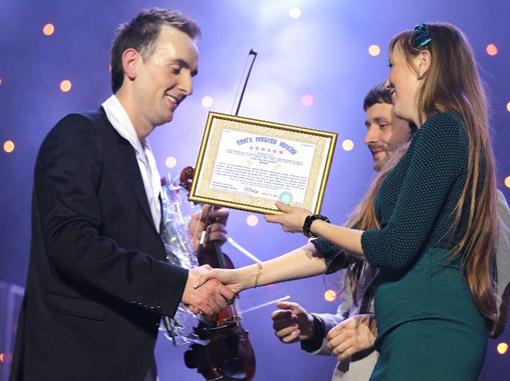 Александру вручили диплом Книги рекордов Украины.Фото Евгения Кравса.