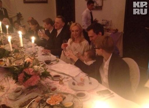 Крестины маленькой Клавы ее родители отметили в одном из московских ресторанов. Фото: Твиттер Кристины Орбакайте