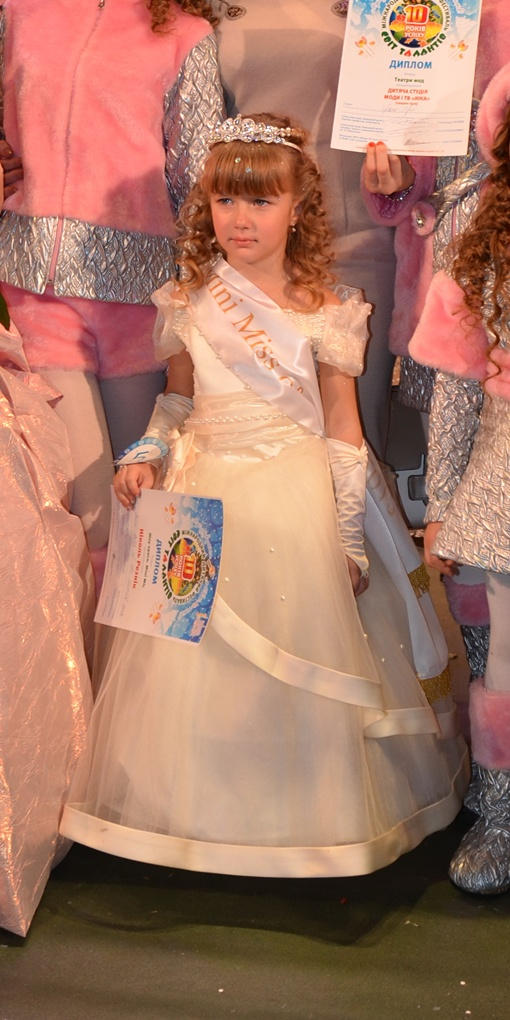 Маленькая Николь Резник мечтает стать королевой, но боится давать интервью. Фото: Екатерина Попова.