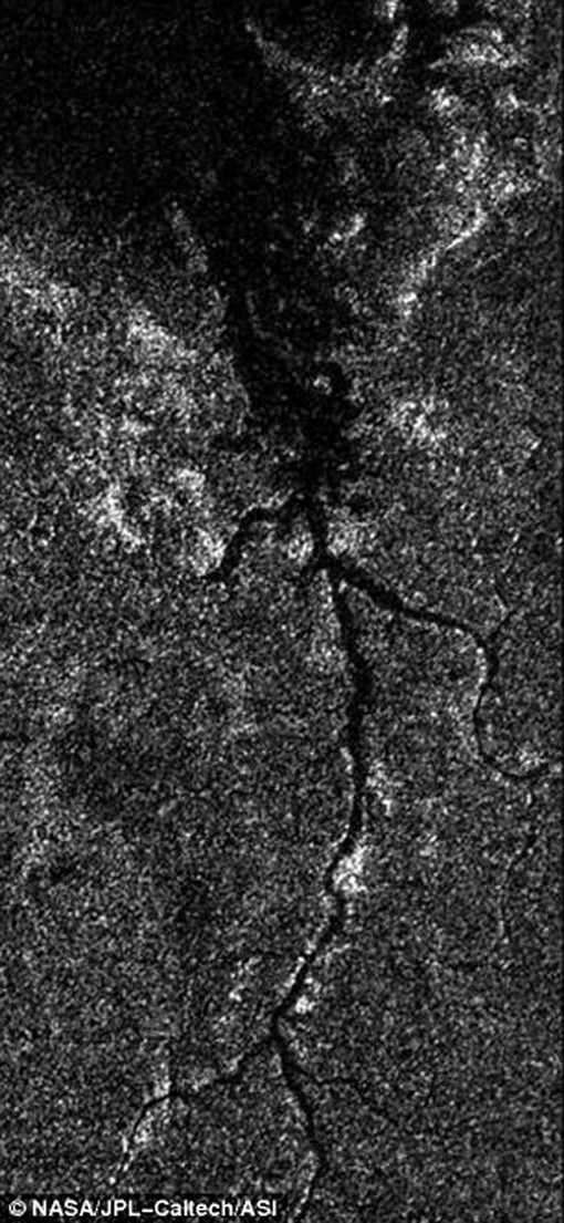 Нил на Титане Фото: НАСА
