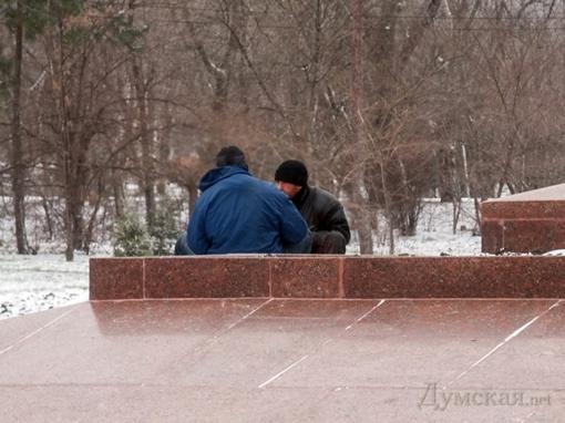 Мужчины и выпили, и погрелись. Фото с сайта: dumskaya.net.