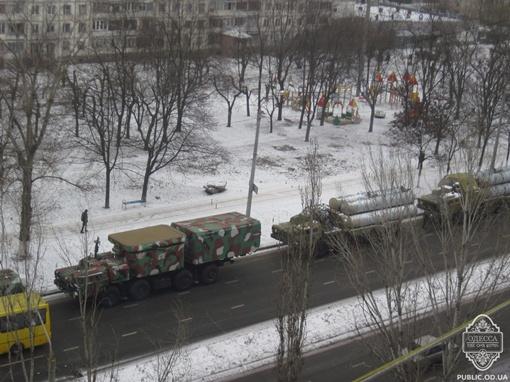 Ракеты на шоссе. Фото: