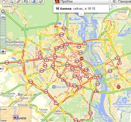 Дороги Киева стали красными на картах, которые показывают пробки.