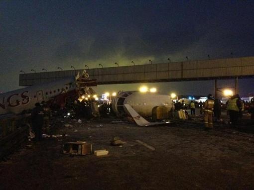 Катастрофа произошла в московском аэропорту Внуково. Фото: Александр УСОЛЬЦЕВ