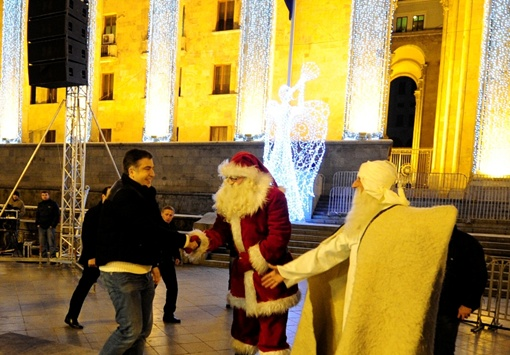 Саакашвили и Дед Мороз. Фото с официального сайта президента Грузии