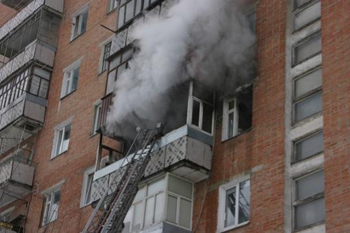 Из-за дыма на пятом этаже пришлось эвакуировать 18 человек со всего подъезда. Фото ТУ МЧС в Полтавской области