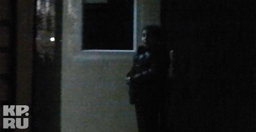 Сотрудники полиции доставили Илью из Тушинской детской городской больницы в отдел Следственного комитета для допроса где его уже ждал папа. Фото: Александр БОЙКО