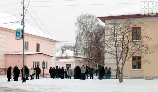 Дом, откуда стрелял охотник почти весь день был оцеплен. Фото: КИЛЬМАКОВ Урал