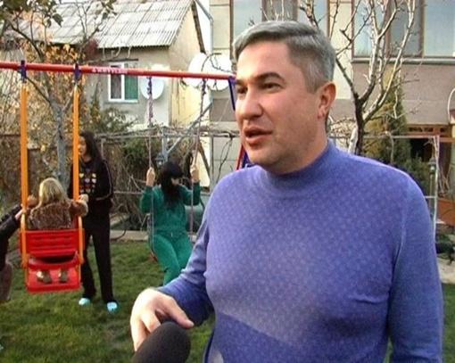 Кирилл Костенко во дворе своего дома. Фото: pomestye.crimea.ua