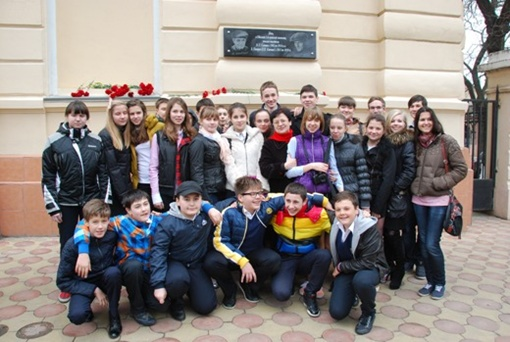 Средства на создание доски дети собрали сами. Фото: Одесский горсовет