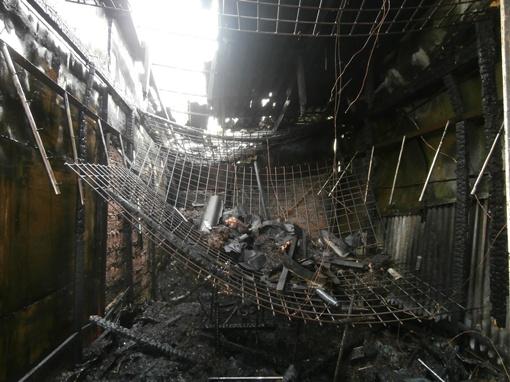 Пожар уничтожил 100 квадратных метров. Фото: crimea.mns.gov.ua