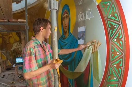 Роспись велась на высоте около 40 метров. Фото пресс-службы Донецкой епархии УПЦ-МП