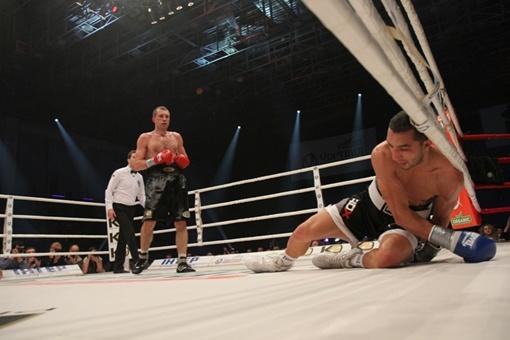 Федченко разозлился на соперника и отправил его в нокдаун