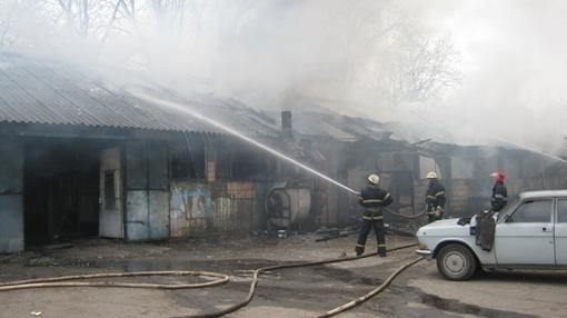 На Луганщине горел лакокрасочный цех. Фото mns.gov.ua