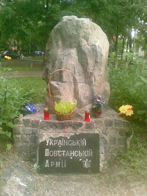 На монумент покушаются не в первый раз. Фото: Википедия.