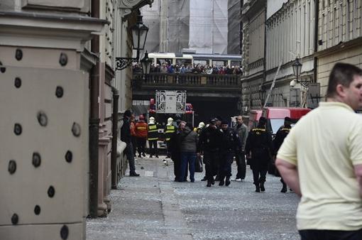 Пожарные у места взрыва. Фото чешской газеты Blesk