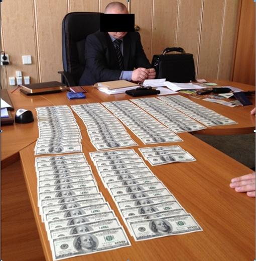 Милиционеры совместно с работниками Генпрокуратуры провели 16 обысков в кабинетах, квартирах и автомобилях задержанных