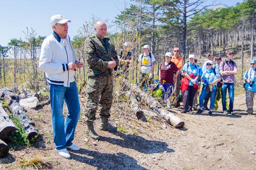 Геннадий-Хмара-и-директор Ялтинского заповедника Владимир-Капитонов-инструктируют-волонтеров