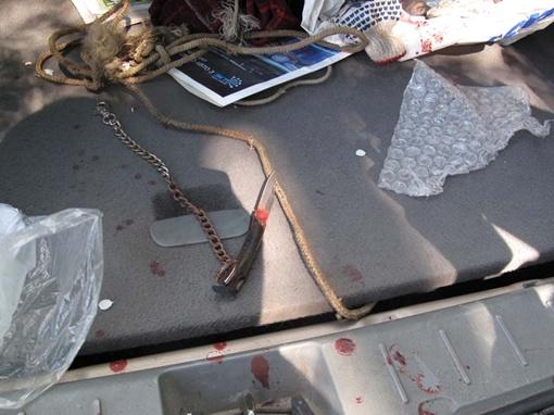 Этим ножиком пытался зарезать себя мужчина. Фото Николая ШИНКАРЯ