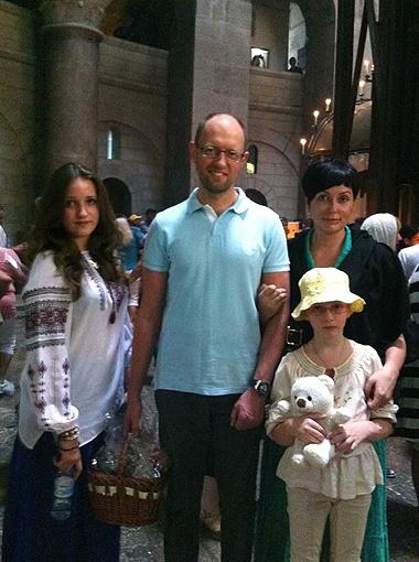 Родным Черновцам Арсений Яценюк предпочел посещение святых мест в Иерусалиме. Фото: персональная страница политика Facebook.