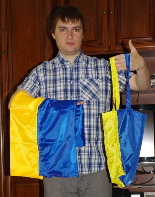 Дома Андрей Шевцив сравнил новое приобретение с украинским флагом. Фото Андрея Шевцива.