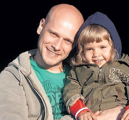 Внук Георгия Константиновича Егор с дочкой Варей. Фото EG.ru