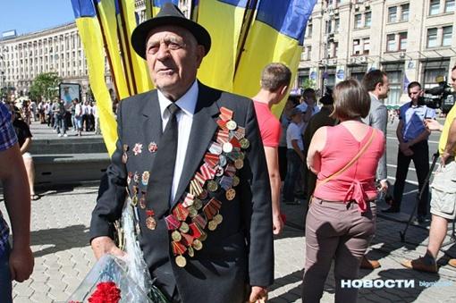 В Киеве празднование Дня Победы началось на Крещатике.