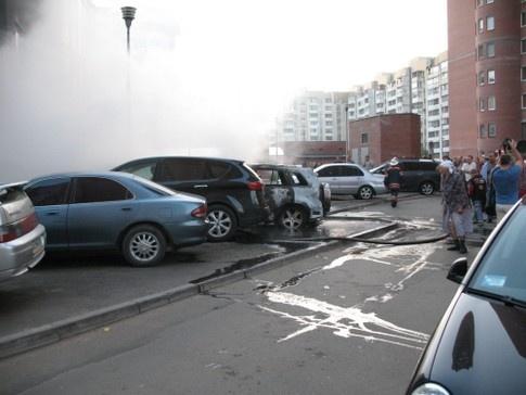 В ночь с 9 на 10 мая в Печерском районе Киева сгорело шесть автомобилей на сумму полмиллиона долларов. Фото: http://first-gear.in.ua/