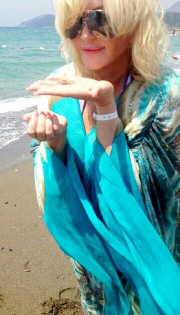 Билык много гуляла по берегу Средиземного моря. Фото предоставлено пресс-службой певицы.