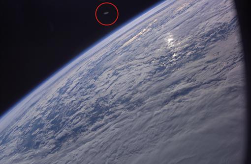 Энтузиасты считают, что в кадр попал корабль инопланетян. Фото: НАСА