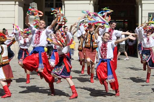 В центре выступали и профессиональные коллективы, и аматорские. Фото: автор.