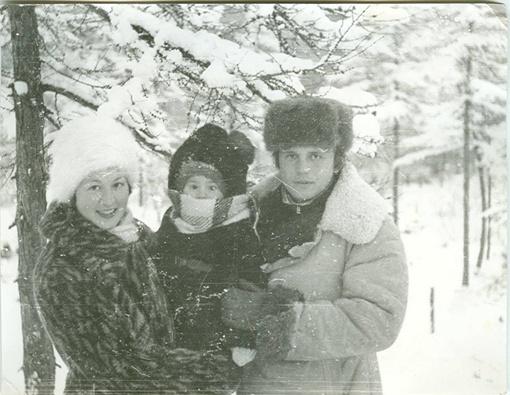 Маша со своими родителями: отцом Александром и мамой Людмилой. Фото Новый канал.