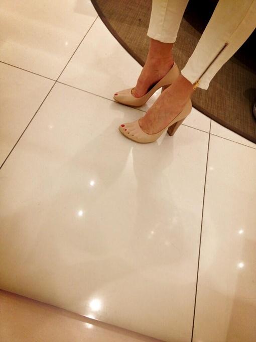 Телведущая приобрела оригинальную обувь. Фото: twitter.com/SugarVodonaeva
