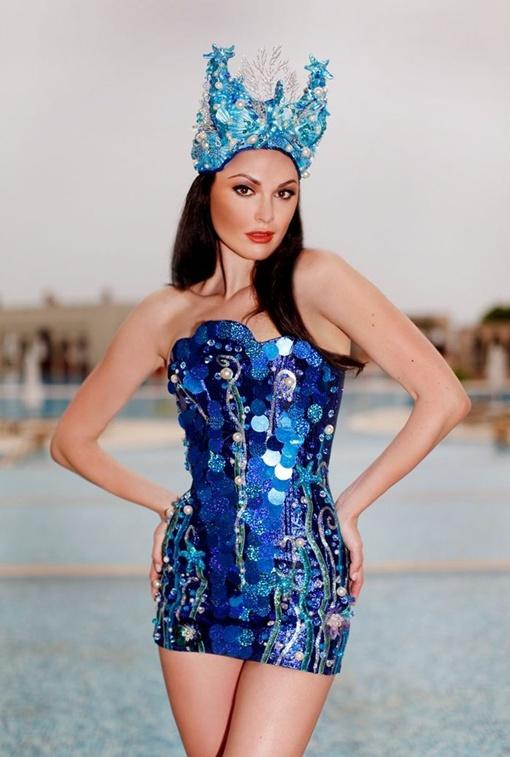 На конкурсе девушки перевоплощались в повелительниц водной стихии. Фото: из личного архива Вконтакте.