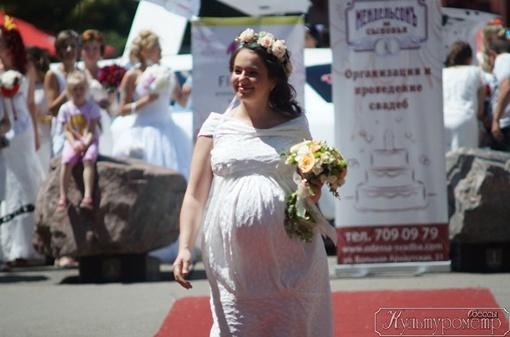 Были среди участниц и беременные, без смущения они гордо шагали в колоне. Фото: сайт culturemeter.od.ua