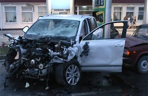 На месте погибли двое: водитель BMW и владелица Volkswagen. Фото: nabat.mk.ua