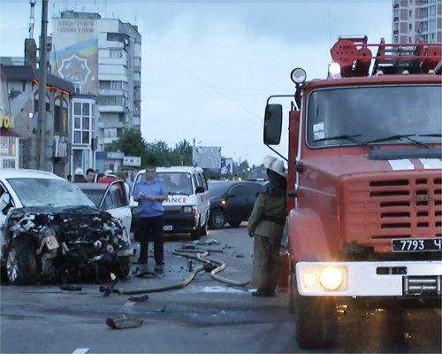 Водитель BMW - на большой скорости выехал на встречную полосу. Фото: nabat.mk.ua