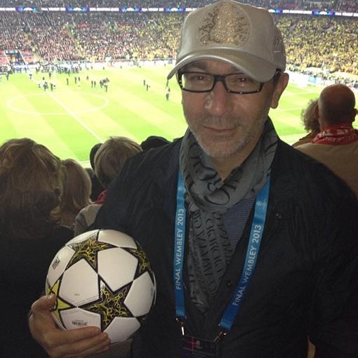 Кернес и мяч. Фото: http://instagram.com/gepard59