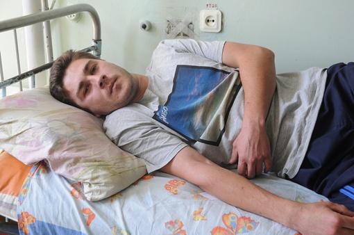 Евгений Фисун в схватке с психом получил ожоги 2-3 степени. Фото: Павел ВЕСЕЛКОВ.