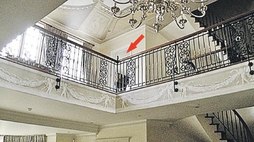 Вход в гостевую комнату на втором этаже.