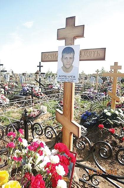 На могилку к Диме родные ходят каждый месяц. Фото: vkontakte.ru